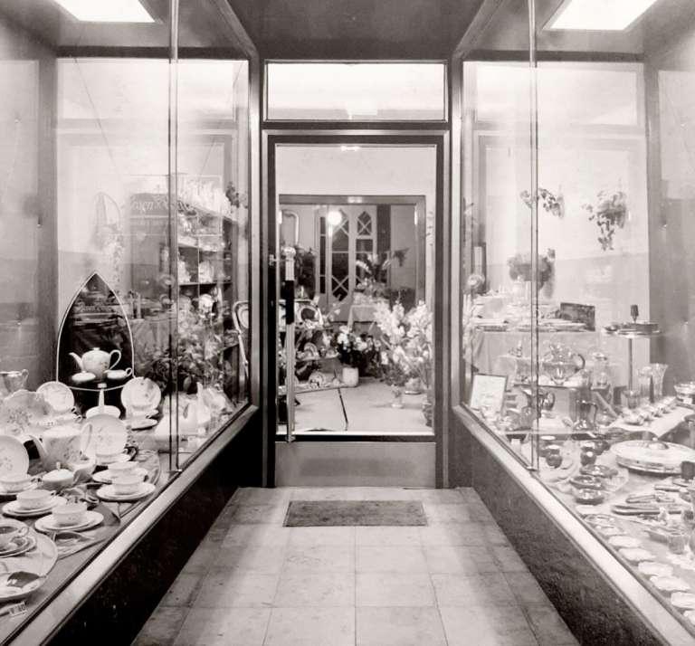 1952 damals noch feine Glas- und Porzellanwaren